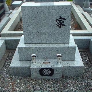 弊社では国産材である茨城産真壁小目石をメイン石種として扱っております。